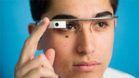 Sancionarán a los que usen las Google Glass mientras conducen en Reino Unido