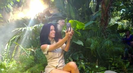 Katy Perry usa un Nokia Lumia 1020 y sobrevive a un accidente aéreo en su nuevo video