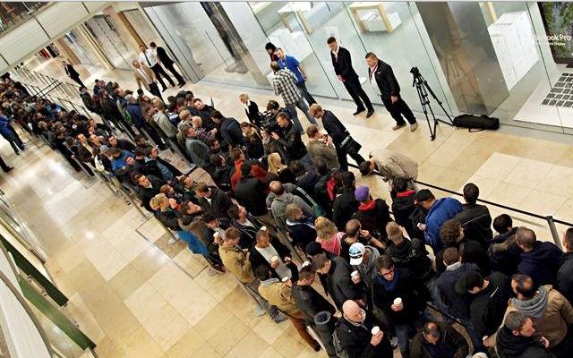 iPhone 5s y 5c rompen récord de personas esperando en las tiendas - iphone-5s-y-5c-rompen-record