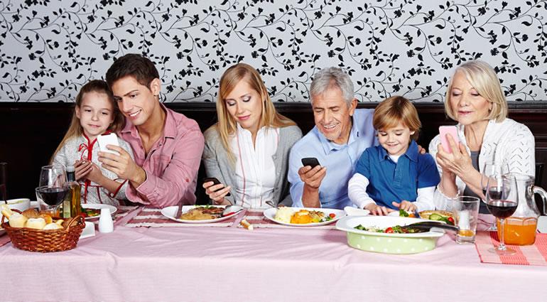 Phubbing, el acto de prestar más atención al celular e ignorar a los demás - phubbing