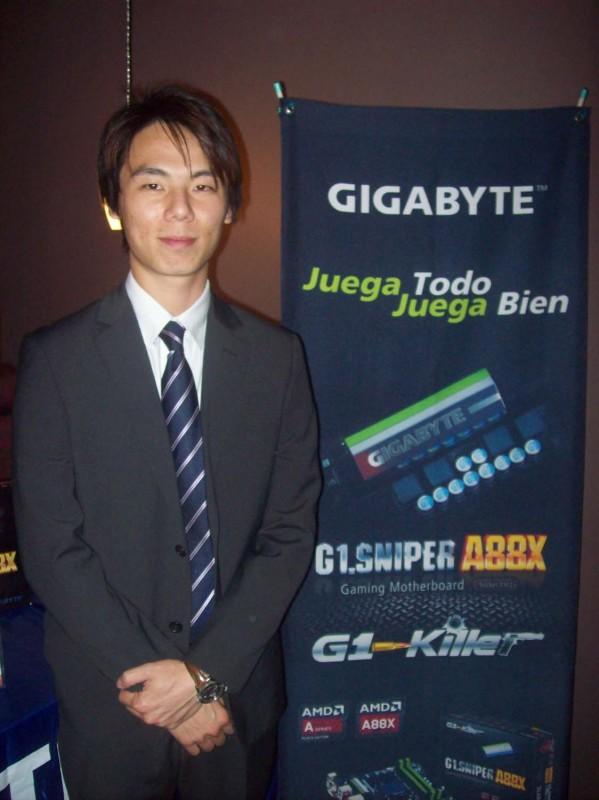 Tarjeta madre G1.Sniper A88X para gamers presentada por Gigabyte - Santiago_Huang_country_manager-599x800
