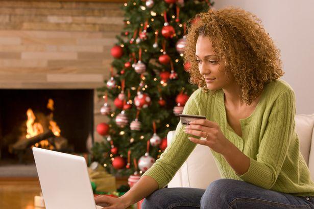 Christmas shopping Jóvenes mexicanos se apoyan de redes sociales e Internet para sus compras navideñas