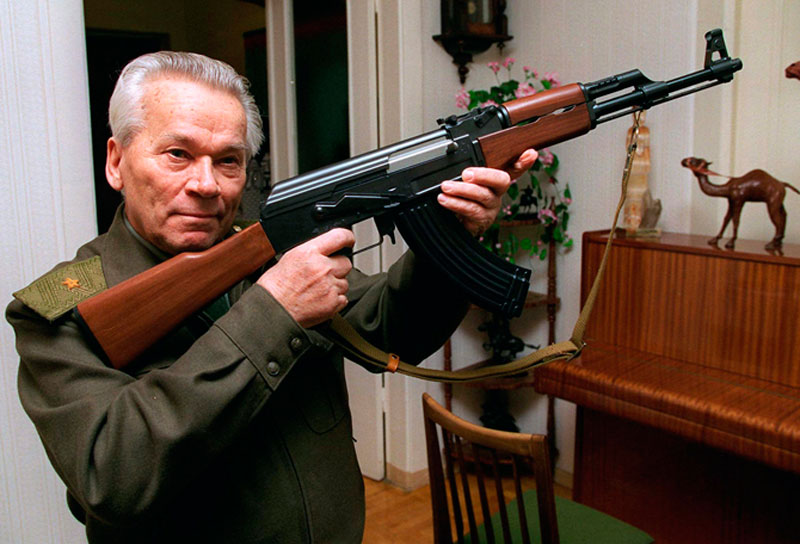 Muere Mikhail Kalashnikov, inventor del famoso rifle AK-47 - kalashnikov