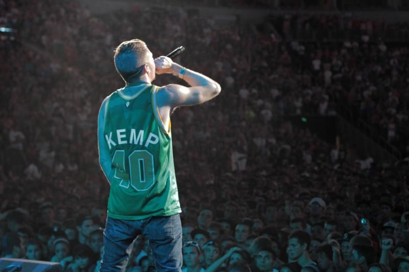 Spotify da a conocer su recuento de lo más escuchado en el 2013 - macklemore-kemp-jersey-800x533
