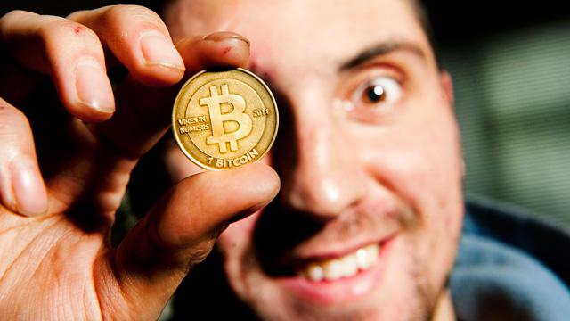 Bitcoin, la moneda virtual, pierde valor por gran número por de retiros - Bitcoin