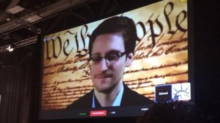 Edward Snowden participó en el SXSW y llamó a mejorar la protección de datos