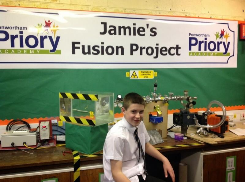 Niño de 13 años supera a Einstein y crea un reactor de fusión nuclear - Jamie-Eduards-Reactor-fusion-nuclear-800x596