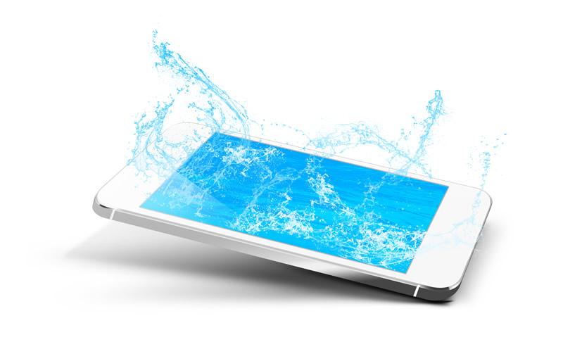¿Celular mojado? Aquí te decimos que hacer en esos casos - celular-mojado