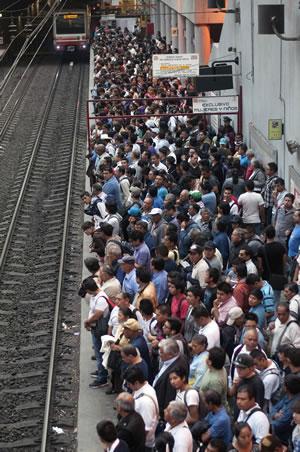 Crean modelo matemático para agilizar el tránsito en la ciudad de México - transito-de-personas-df
