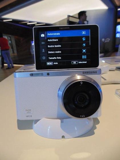 Samsung GALAXY Camera 2  y NX mini son lanzadas en México - Samsung-Camera-2-Omar-Borkan692