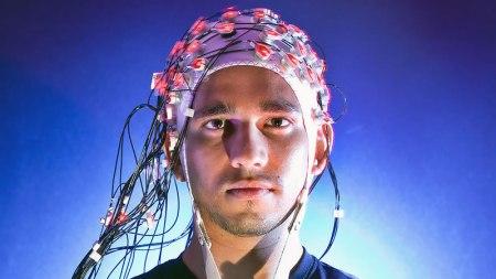 Diseña Cinvestav prótesis de brazo controlada con mensajes cerebrales