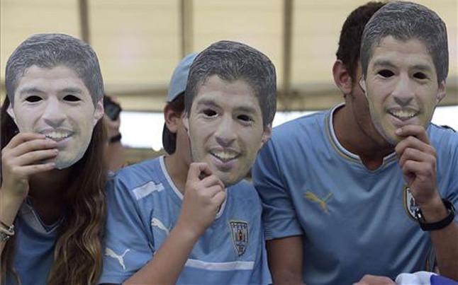 5 cosas que la FIFA ha prohibido durante el Mundial de Brasil 2014 - fifa-prohibe-mascaras-de-luis-suarez