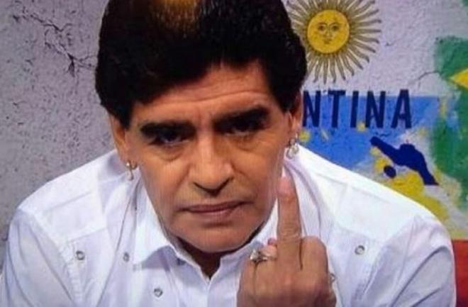 5 cosas que la FIFA ha prohibido durante el Mundial de Brasil 2014 - fifa-prohibe-presencia-de-maradona