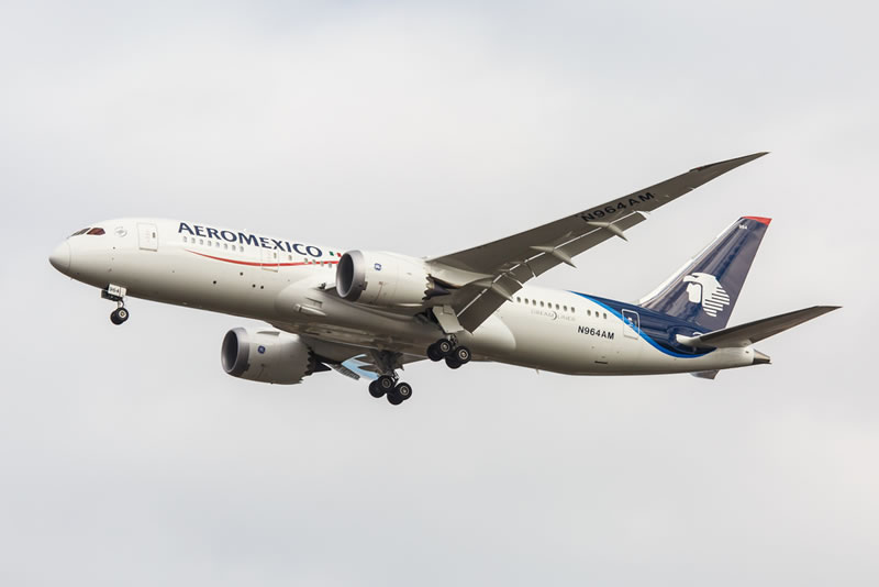 Aeroméxico ya permite utilizar dispositivos electrónicos durante todo el vuelo - Aeromexico-dispositivos-durante-el-vuelo