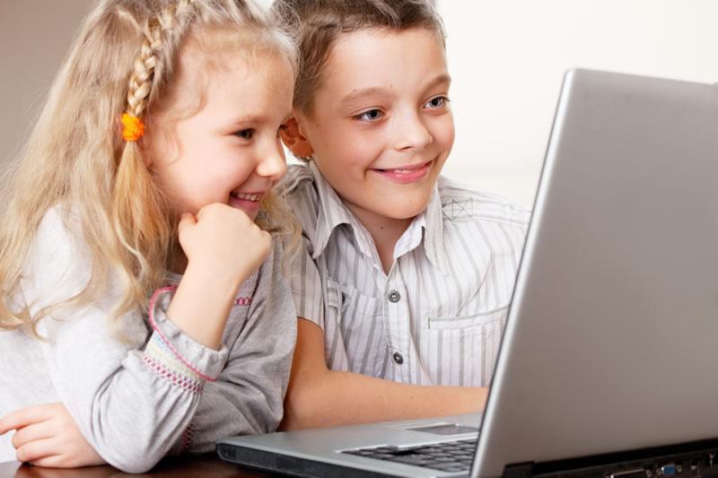 41% de los usuarios en México pierden dinero por lo que hacen sus hijos en internet - Ninos-Dinero-en-Internet