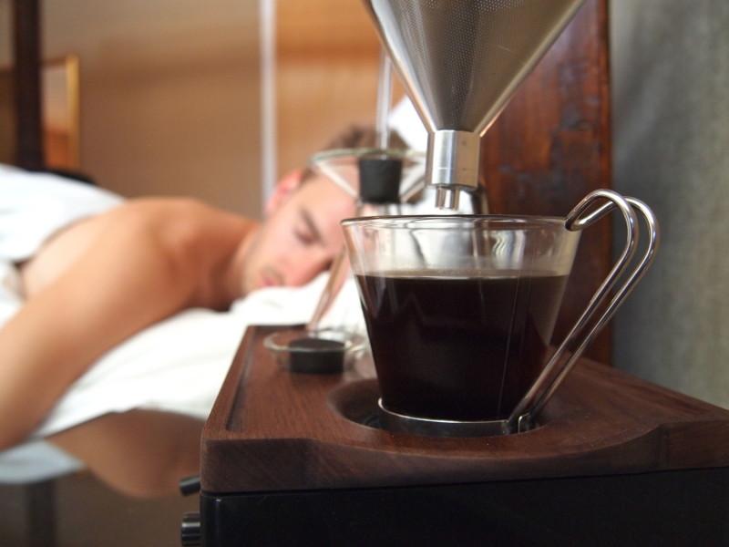 Inventan increíble reloj despertador que te prepara el café - Reloj-despertador-cafe-800x600