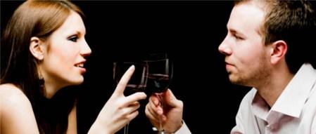 Consumir alcohol hace más felices a los hombres que a las mujeres