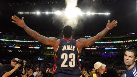 LeBron James es el deportista más valioso, según Forbes