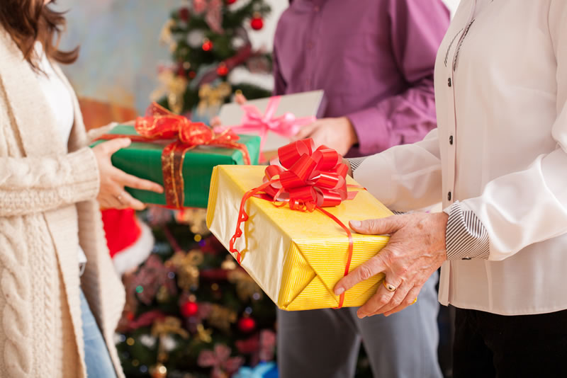 Organizar intercambios de regalos esta temporada será más sencillo con Elfster - Intercambio-de-Regalos-Navidad-Elfster