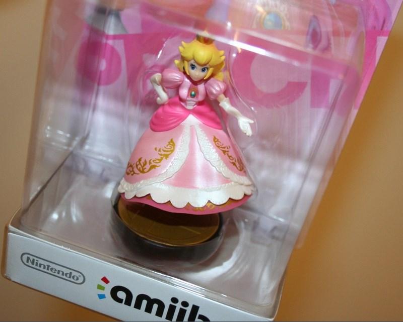 Figura amiibo defectuosa de Peach se vende en 25,100 dólares en eBay - amiibo-de-peach