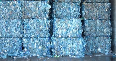 Logran convertir botellas PET en papel mineral