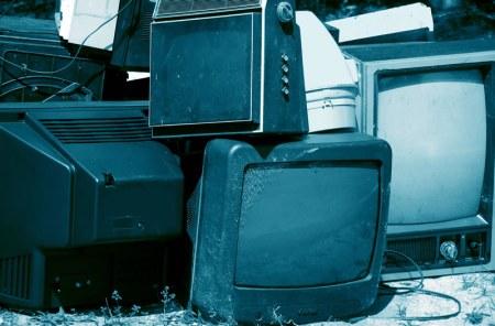 Apagón analógico: mayor calidad de transmisión, pero toneladas de televisores con riesgo de contaminar