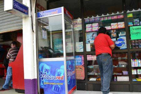 """Mexicano convierte las """"tienditas"""" de la esquina en bancos"""