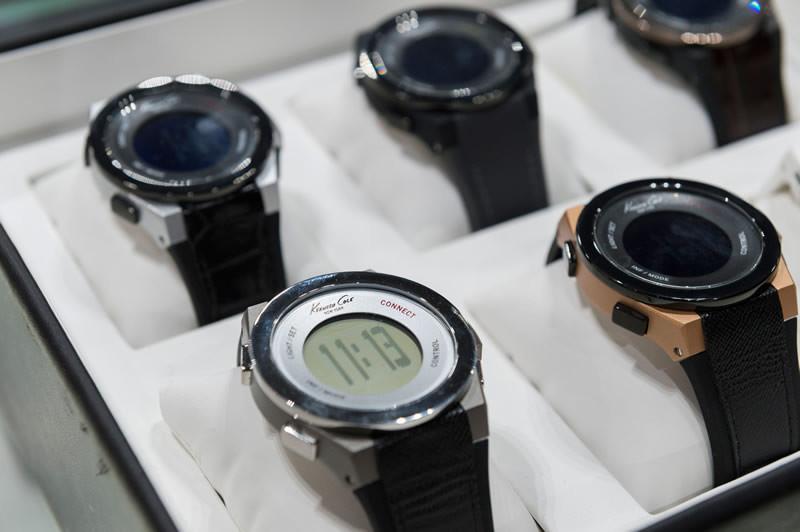 Kenneth Cole lanza su colección de Smart Watches - kenneth-cole-smart-watches-hombre-y-mujer-800x532