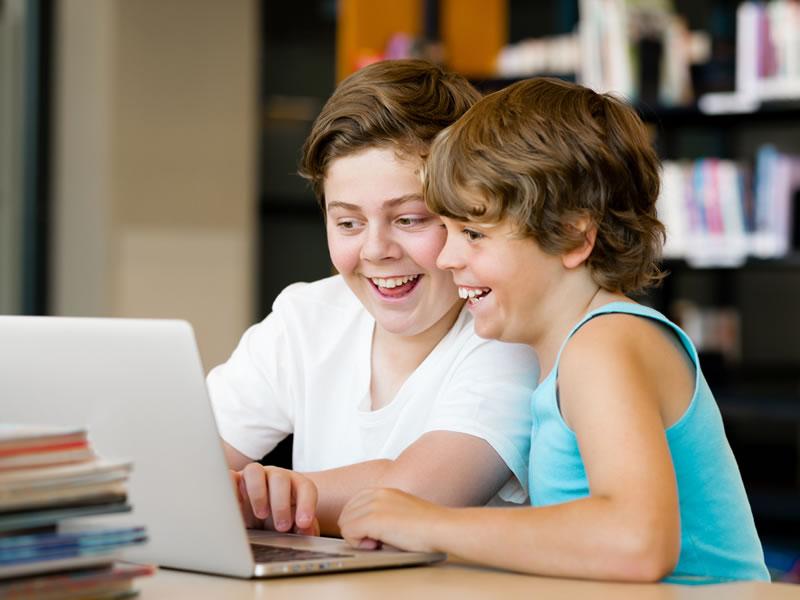Los peligros de las redes sociales para los menores y la responsabilidad de los padres - Peligros-de-los-menores-en-redes-sociales