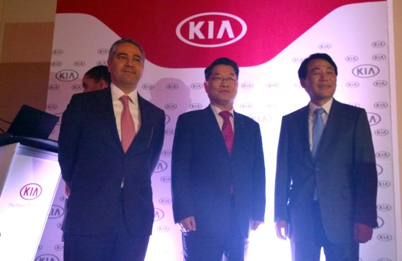 KIA Motors llega a México con los precios de mantenimiento más bajos - kia-Motors-directores-800x520