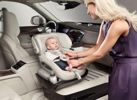 Volvo presenta un concepto de asiento para bebé en la XC90