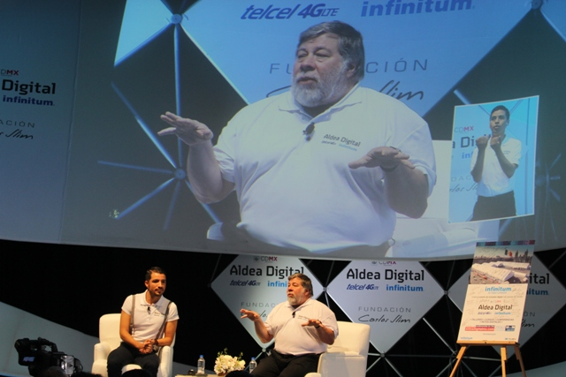 México es el país con mayor entusiasmo en el futuro digital : Steve Wozniak - Steve-Wozniak-aldea-digital-2015