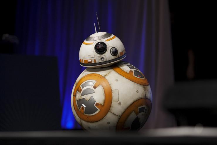 Lanzan la nueva línea de juguetes de 'Star Wars' - bb8-star-wars1