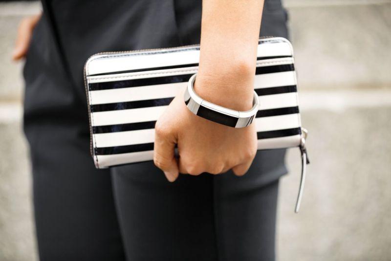 Fitbit presenta nueva pulsera fitness: Fitbit Alta - fitbit-alta_lifestyle-6-800x534