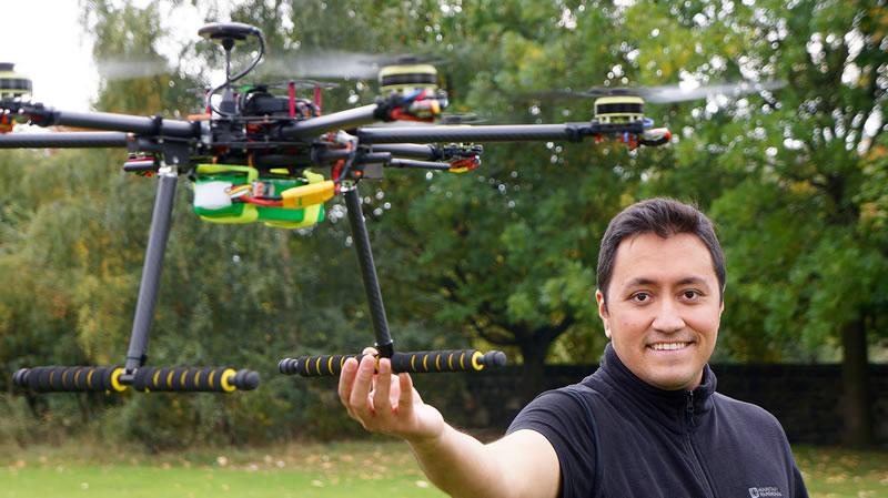 Mexicano en Escocia programa drones para que vuelen con carga - mexicano-programa-drones-con-cara