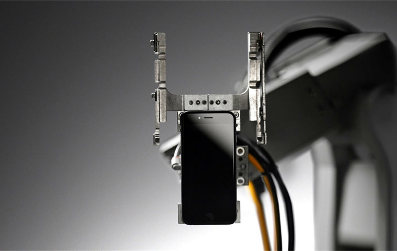 Conoce a Liam, el robot de Apple que desarma iPhones por completo - liam-robot-recicla-iphones