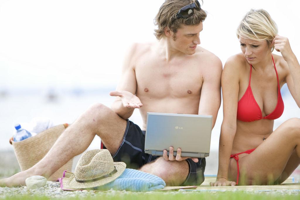 El intercambio de información en línea puede costarte el trabajo y hasta tu matrimonio - kaspersky-lab_accidental-sharing-1