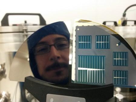 Investigador mexicano reduce costo de celdas solares para fabricación de paneles fotovoltaicos