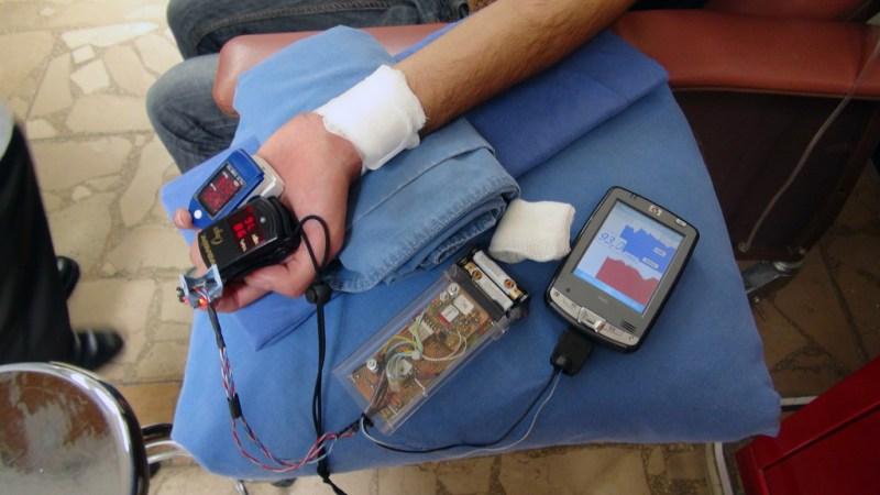Biodispositivo para monitorear a distancia los signos vitales de pacientes de diabetes, hipertensión y obesidad - biodispositivo-del-ipn-monitorean-a-distancia-a-pacientes3-800x450