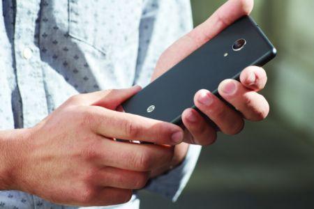 HP Elite x3, el primer dispositivo móvil creado para los negocios - hp-elite-x3-held-back-profile
