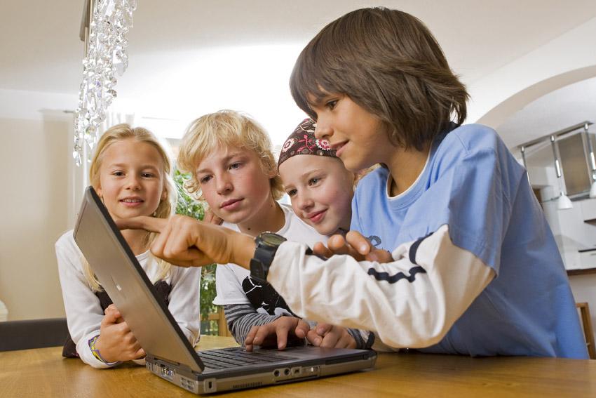 Estudio revela que los niños pasan la mayor parte de sus vidas en línea - kids_online_2