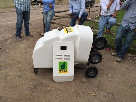 Jóvenes ingenieros diseñan innovador robot fumigador para agricultura protegida
