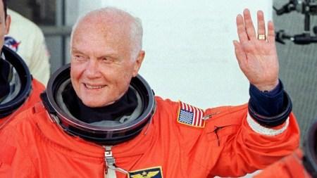Muere John Glenn, el primer estadounidense en orbitar la Tierra