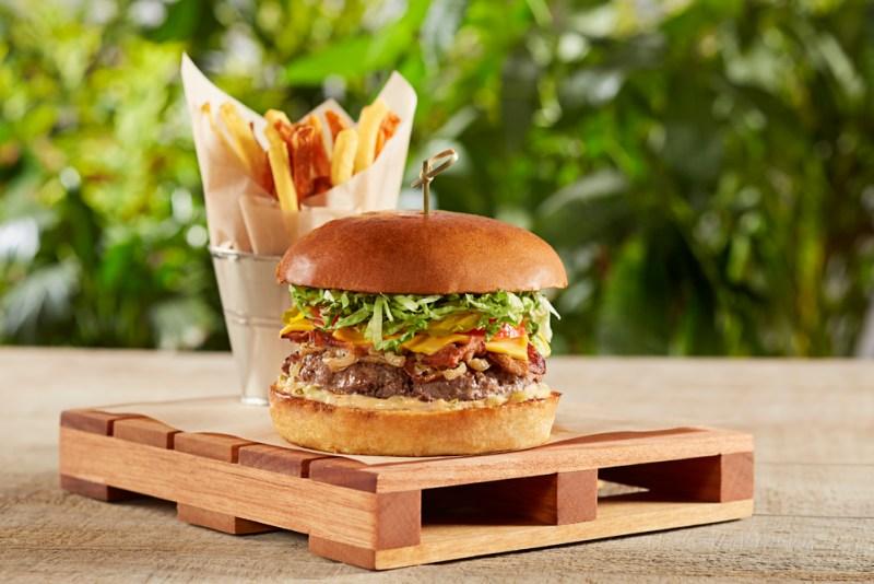 Los platillos de temporada: Season Specials de California Pizza Kitchen - hamburguesa_clasica_01-fb