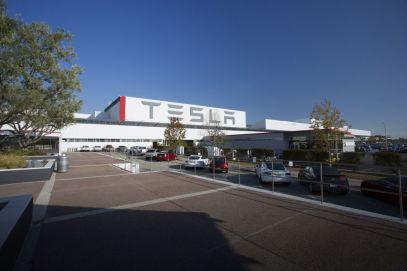 Panasonic y Tesla producirán celdas y paneles solares - tesla-en-fremont-california