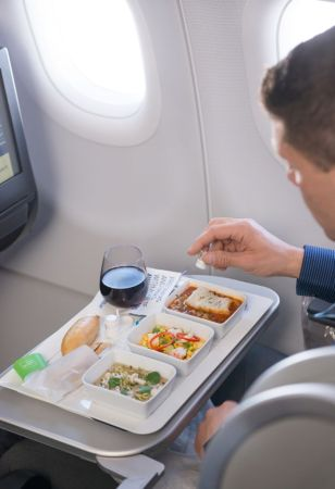 JetBlue, la aerolínea que te ofrece una experiencia diferente a bordo - jetblue_3-308x450