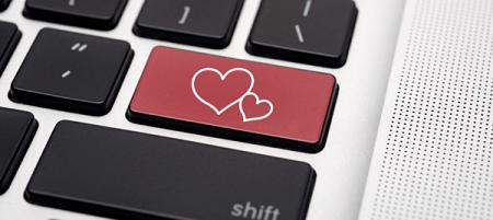Dueños de Mac son más propensos a utilizar redes sociales para buscar pareja