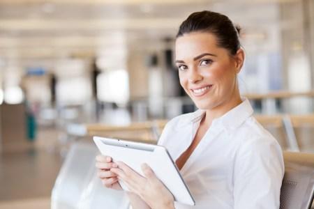 Las mujeres lideran consultas de viaje por medio de celulares y tabletas