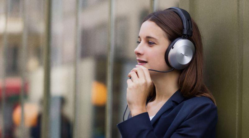 Nueva línea de audífonos Style de Pioneer con audio de alta resolución - pioneer-se-ms5t-estilo-vida-02-800x443