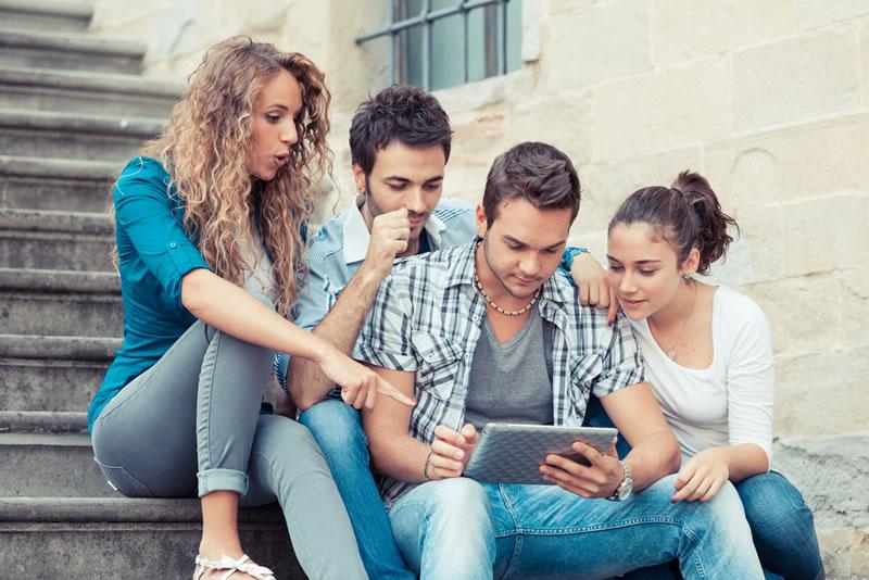 Jóvenes mexicanos corren más riesgo por compartir demasiada información en línea - jovenes-riesgo-informacion-en-linea